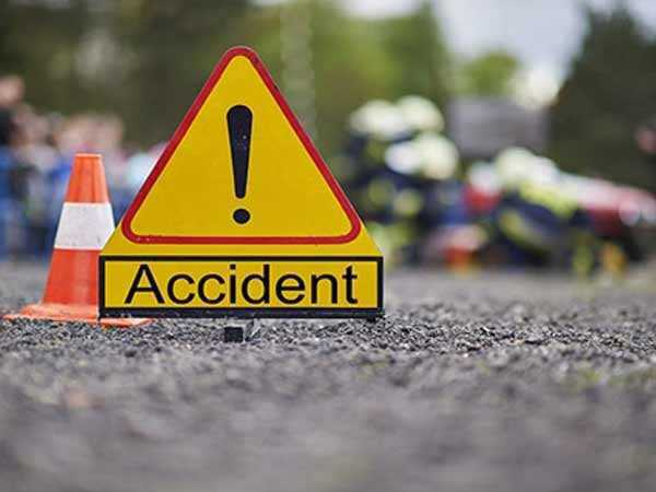 Four die and 10  injured in road mishap