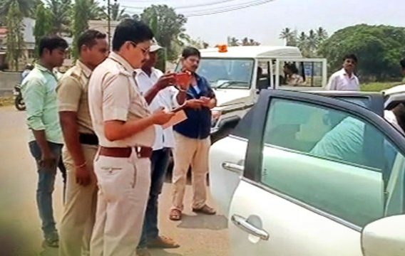 Flying squad seizes Rs 9 lakh from car in Kendrapara