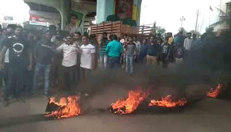 Locals protest frequent loots in Capital, block Rasulgarh Square