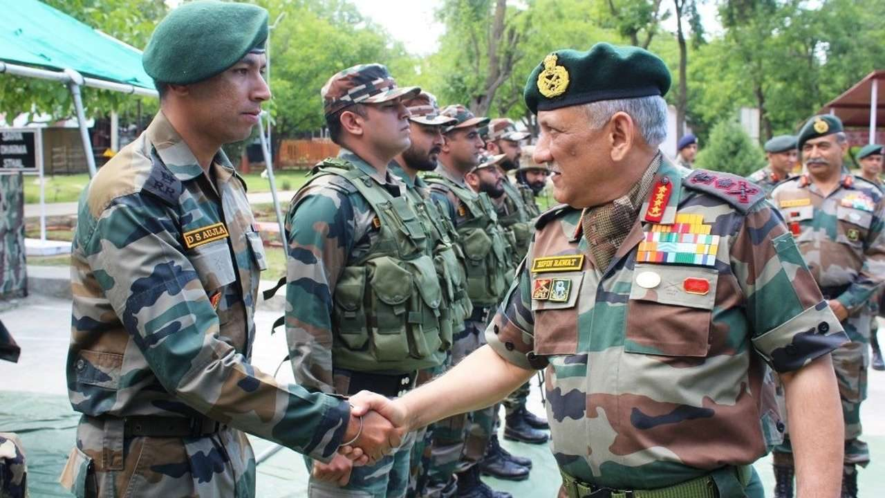 Army chief in Kashmir to review security