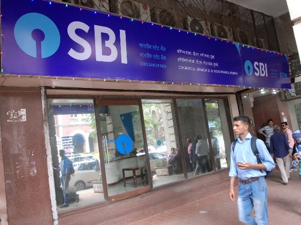 SBI cuts interest rates on savings deposits