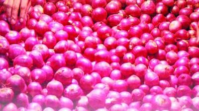 Twitterati shed tears over rise in onion prices