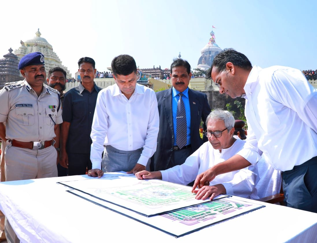 Naveen lays foundation for 7 projects in Puri
