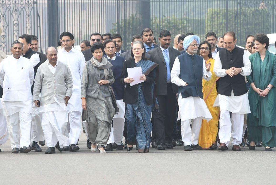 Sonia-led Cong delegation meets President over Delhi riots