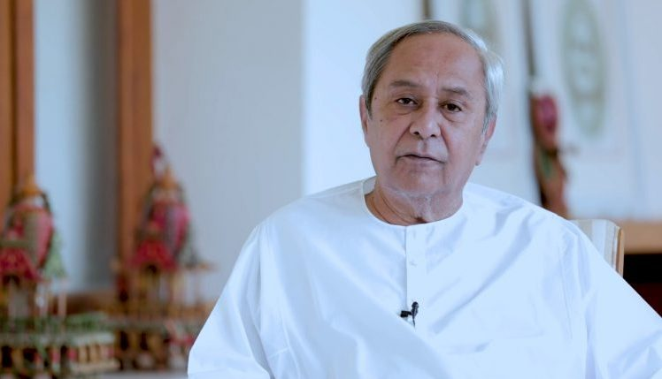 Naveen announces 4 months' advance salary for health personnel