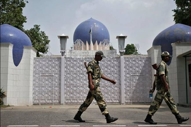India expels two Pak High Commission officials for spying