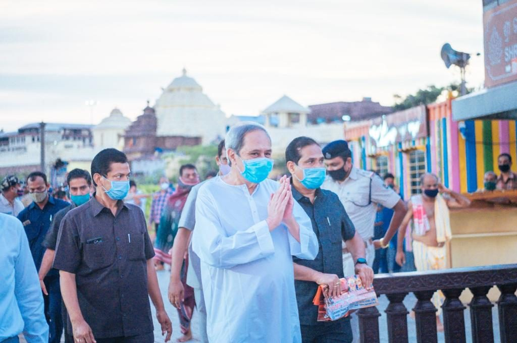 Naveen shown black flags by Congress activists in Puri