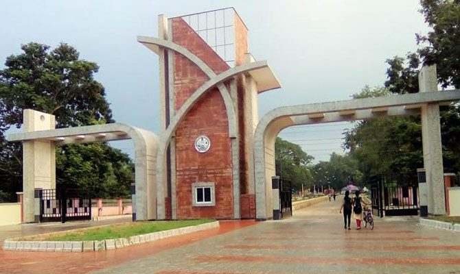 Students ransack Sambalpur University central office protesting offline exam